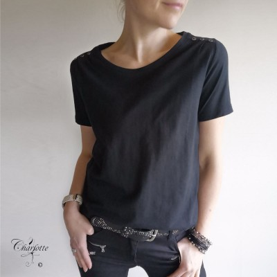 Sabina Button T-shirt - FreeQuent